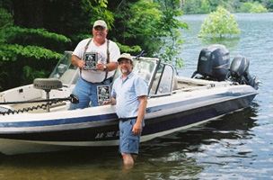 Mike & Al after winning the MSW Bull Shoals Open in May of 2008 with a 25.6 pound 5-fish basket