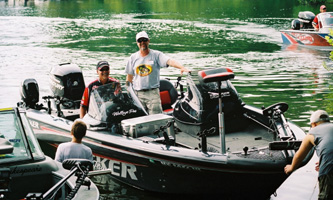 Al & Gary Parsons come ashore at the PWT Bull Shoals Open in June 2008